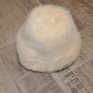 EUC 60'S Amrose Ivory Real Rabbit Fur Hat